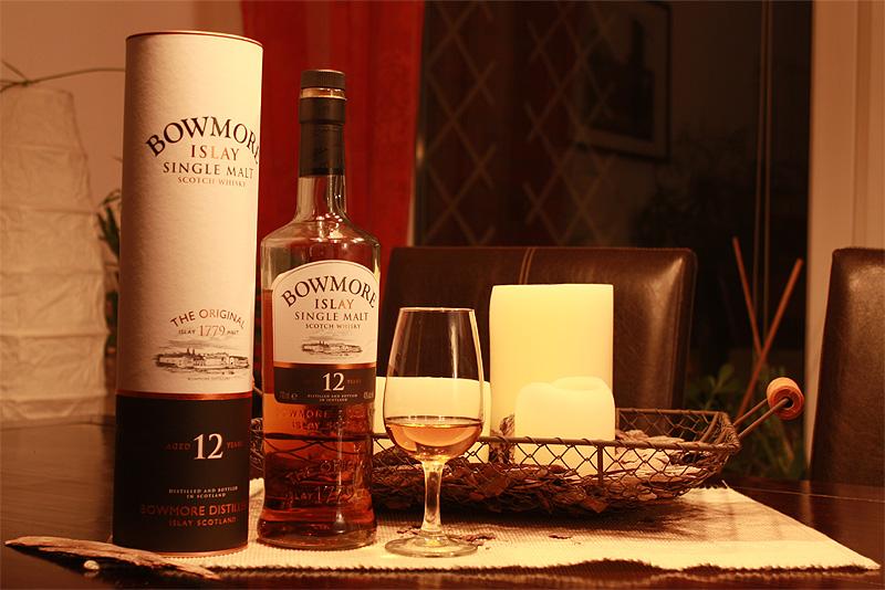 Der Bowmore in Packung, Flasche und Glas